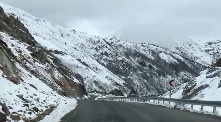 Araklı ve Bayburt'un yüksek kesimlerinde kar yağışı