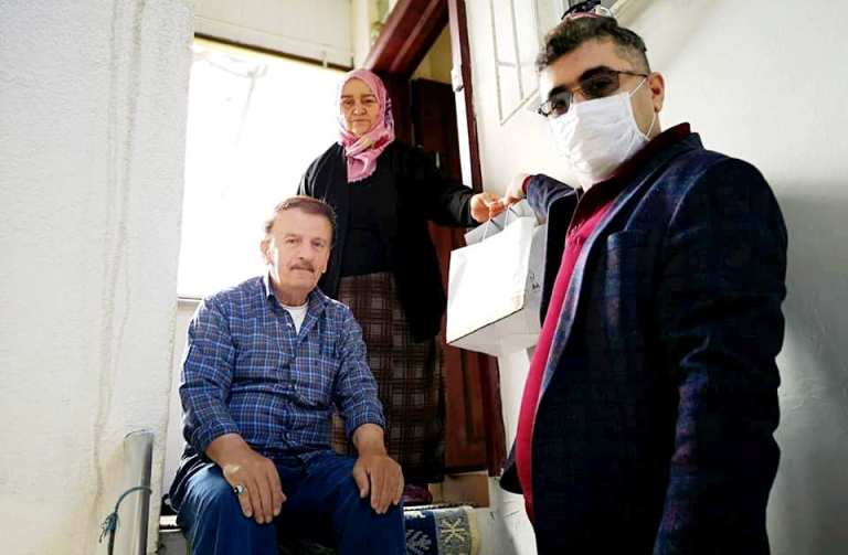 Araklı Kaymakamı Çetin, 65 yaş ve üstü anneleri ziyaret etti