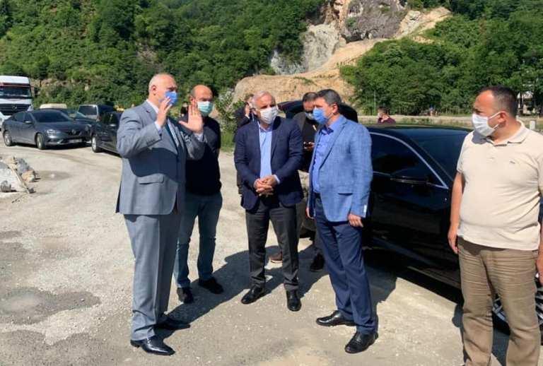 Trabzon Büyükşehir Belediye Başkanı Zorluoğlu, Araklı'da incelemelerde bulundu