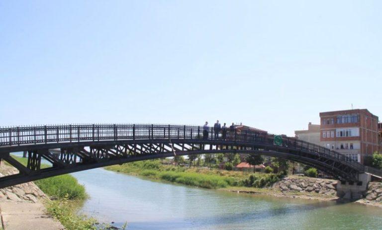 Araklı'da yılların özlemi yaya köprü faaliyete geçti