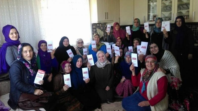 Ak Parti Araklı Kadın Kolları Evet için Yollarda
