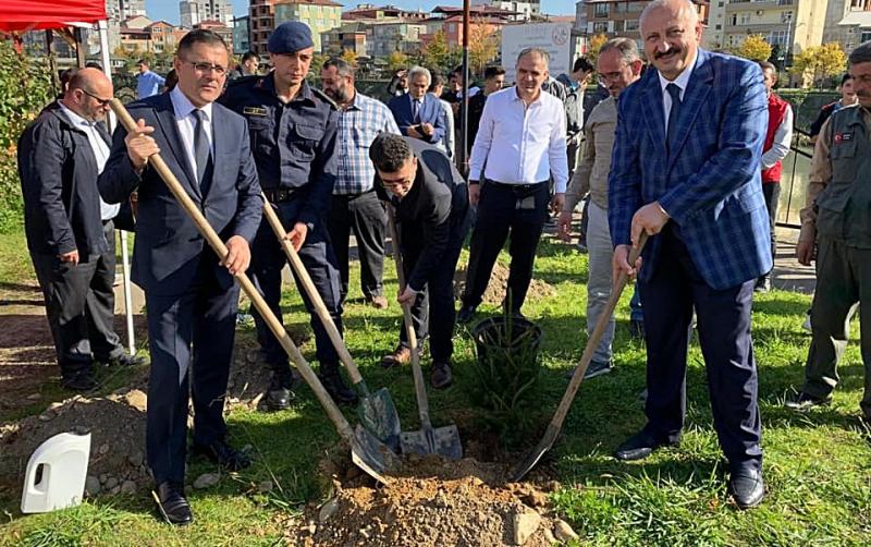 """Araklı'da """"11 Milyon Ağaç, Bugün Fidan Yarın Nefes """" Kampanyası"""