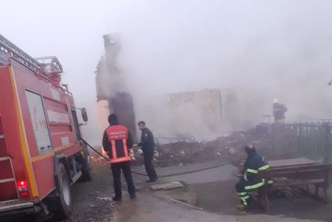 Araklı'da Yangın; Tarihi Ev Kül Oldu