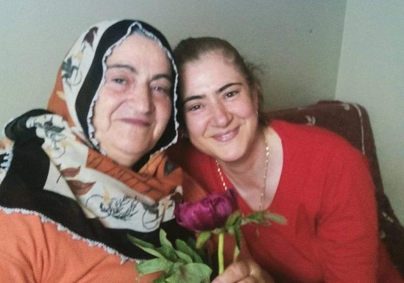 Kuaför Yasemin Erbay'ın annesi Aynur Çebi vefat etti